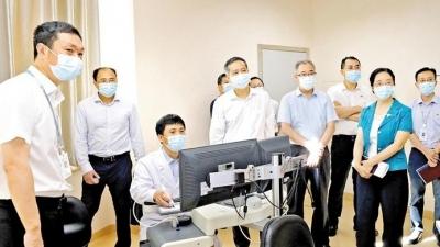 接诊2.7万余人次!姚任调研宝安首家互联网医院时强调以科技赋能医疗事业发展