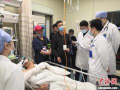 """47岁渔民意外""""放漂"""" 上海医疗机构携手上海打捞局成功救治"""