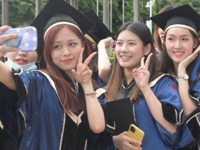 """""""线上+线下""""毕业典礼让青春无憾!深大近万名毕业生今日启程为梦想出征"""