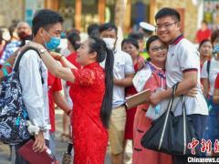 """新高考新变化 海南5.7万余名考生赴考答好""""应变""""题"""