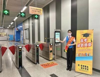 """公交""""讓路""""、地鐵優先、""""的士""""送考,深圳高考生,真正的人間寵兒"""