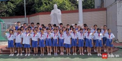 中红慈善基金为乡村孩子捐赠校服1100套