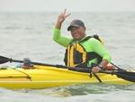 一人一舟、乘风破浪  他用27小时穿越渤海湾