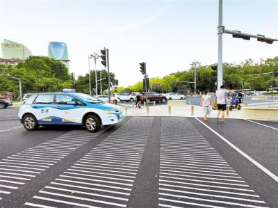 新型斑马线到底好不好?  市民有赞有弹,福田交通管理局表示对改善行人和非机动车混行效果明显