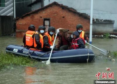 湖北黄冈遭持续强降雨袭击  消防转移40余人