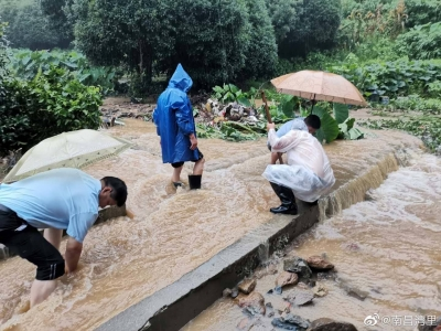 南昌两消防员救灾时被山洪卷走遇难