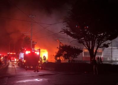 日本静冈一工厂发生火灾,造成3名消防员、1名警察身亡