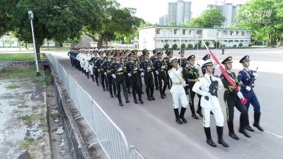 駐港部隊舉行升旗儀式,五星紅旗在香港高高飄揚