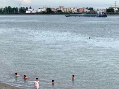 点赞!广州某地24小时专人巡逻 做好暑假防溺工作