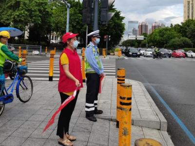 龙城街道开展文明交通劝导志愿服务