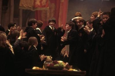 《哈利·波特与魔法石》两天票房超首轮累计 哈迷点燃暑期档