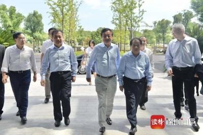 """华为任正非三天连访沪苏四名校 大学像""""灯塔"""",未来就是拼教育、拼人才"""