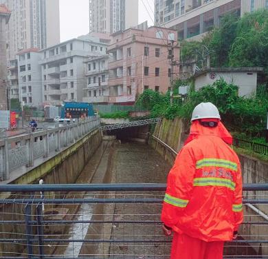龍崗全力做好暴雨防御工作