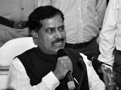 印度铁道部国务部长因新冠去世,还有多名政要感染
