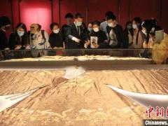 """30余件明代服饰文物山东博物馆展出 重现""""大明风华"""""""