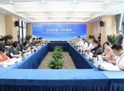 """深圳龙华法院与区教育局共同推进""""法治进校园""""活动"""