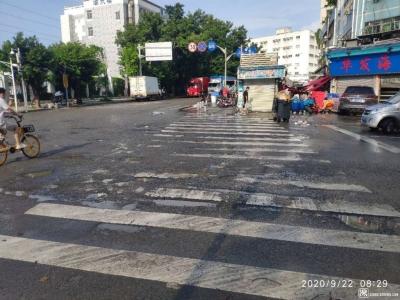 黄贝岭片区两处交叉路口路面破损严重 已上报相关部门安排修缮