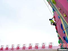 中国攀岩联赛首次落地西藏 各省份19支代表队参赛