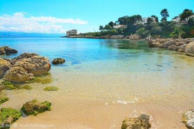 意大利小岛度假顺手带走一瓶沙,男子被罚1000欧元