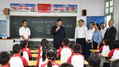 习近平:希望孩子们都能长成中华民族的参天大树