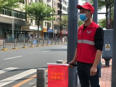 【文明实践】安全出行!坪山区泥头车行业志愿者上街开展交指引服务活动