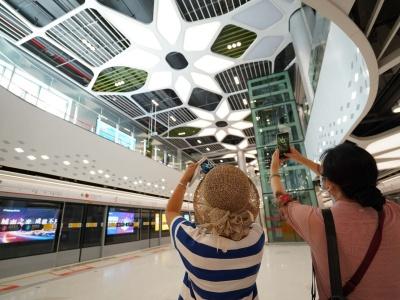 今天深圳又有4条地铁线通车,终于可以坐地铁去盐田了!