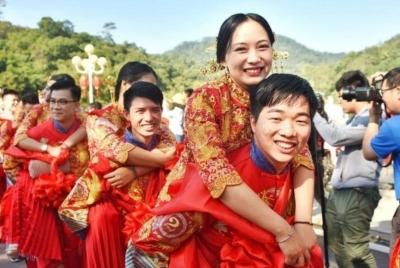 """今日""""十全十美"""",广州从化90对新人结婚"""