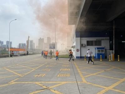 高科技灭火!智能消防机器人亮相盐田街道生产安全事故应急演练