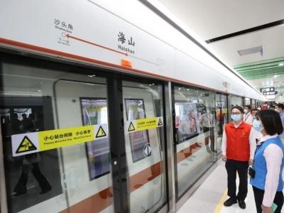 深圳地铁网红站点亮相,吸引市民打卡