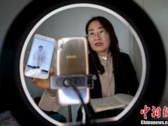 传统红娘转战网络直播 为单身男女隔空牵红线