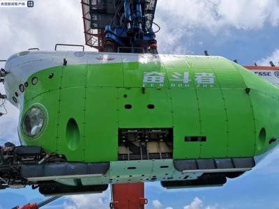 10909米!我国载人潜水器创最深纪录