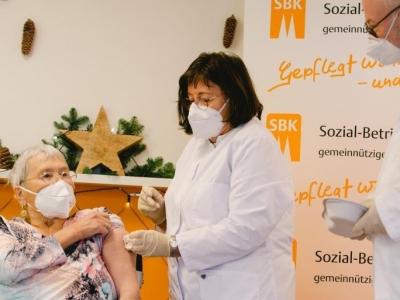 欧盟启动新冠疫苗接种:高危人群优先,大规模接种仍待明年