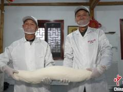 徽州人特色的年味美食:手工灌芯糖
