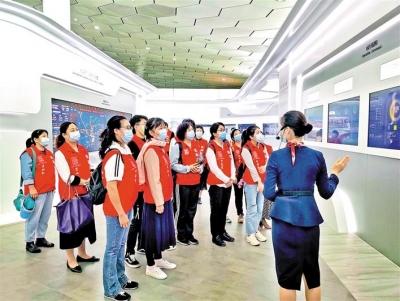 機場U站 義工參觀智慧機場展廳