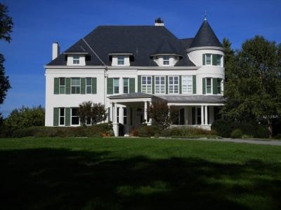 美媒:彭斯夫妇离开副总统官邸,回老家后无房可住