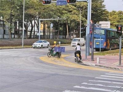 大车转弯请注意!深圳试点转弯危险区警示带