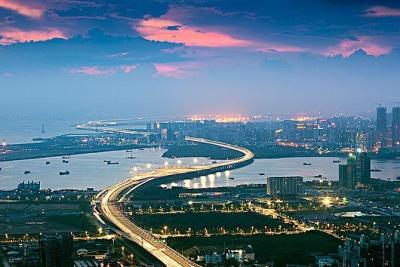 前沿现场|吕绍刚和他有准备的无意之作 ——《深圳前海 特在哪里》背后的新闻故事