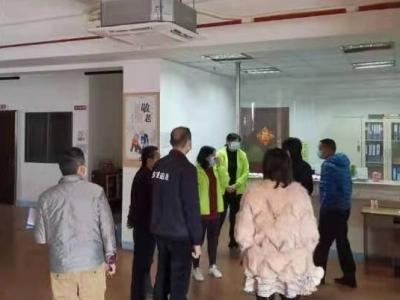 鹏兴社区检查日照中心防疫工作
