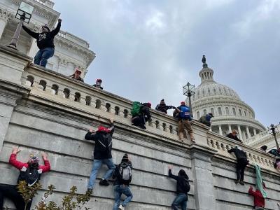 美国司法部:13人将面临国会大厦抗议冲突引发的联邦指控
