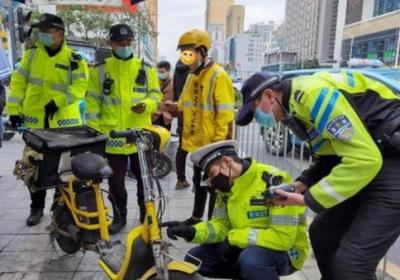 """深南路今起全线严管,深圳交警呼吁民生行业""""电单车尽快上牌备案"""""""