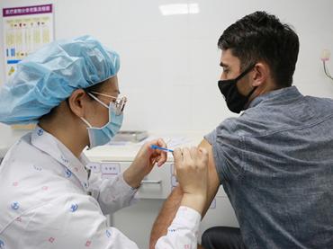 符合条件的在粤港澳同胞、外籍人士可在罗湖医院接种新冠疫苗啦!  快快预约吧~