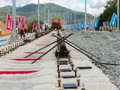 赣深高铁年底建成通车 赣州至深圳通行时间将由7小时缩至2小时