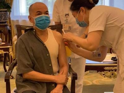 柬媒:柬埔寨国王和太后在北京接种第二针新冠疫苗