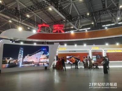 """深圳如何变身设计之都、阅读典范城市,文博会告诉如何""""弯道超车""""……"""