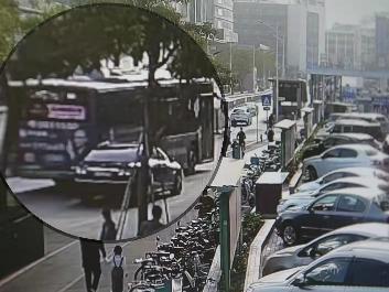 """高峰时段专门""""碰瓷""""公交车,深圳警方打掉一特大""""碰瓷""""团伙、抓获14人"""